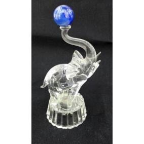 Elefánt labdával üveg szobor