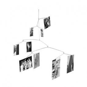 Függesztett térbeli fényképtartó véletlenszerű elrendezéssel, króm