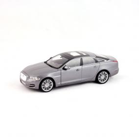 Welly Jaguar XJ 2010 autó, 1:24